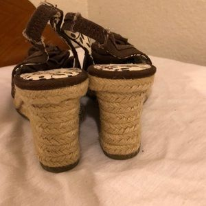 zoe & zac Shoes - NWOT Brown wedge shoe